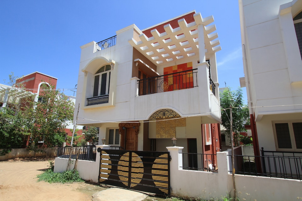 OYO Home 16089 Cheerful 3BHK