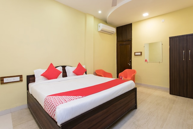 OYO 16121 Hotel Antilia