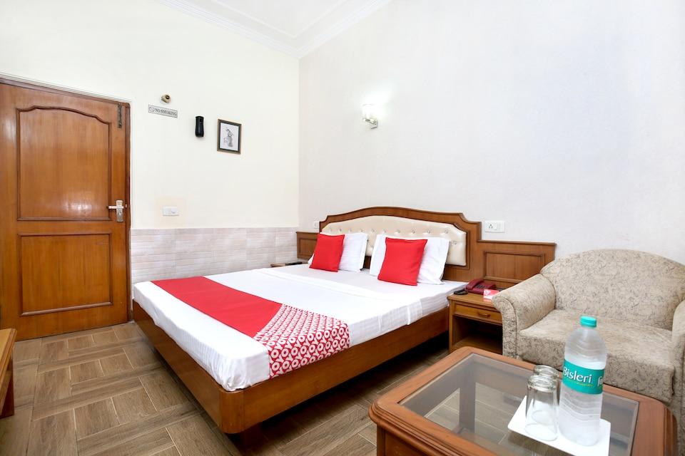 OYO 16376 Hotel Paras