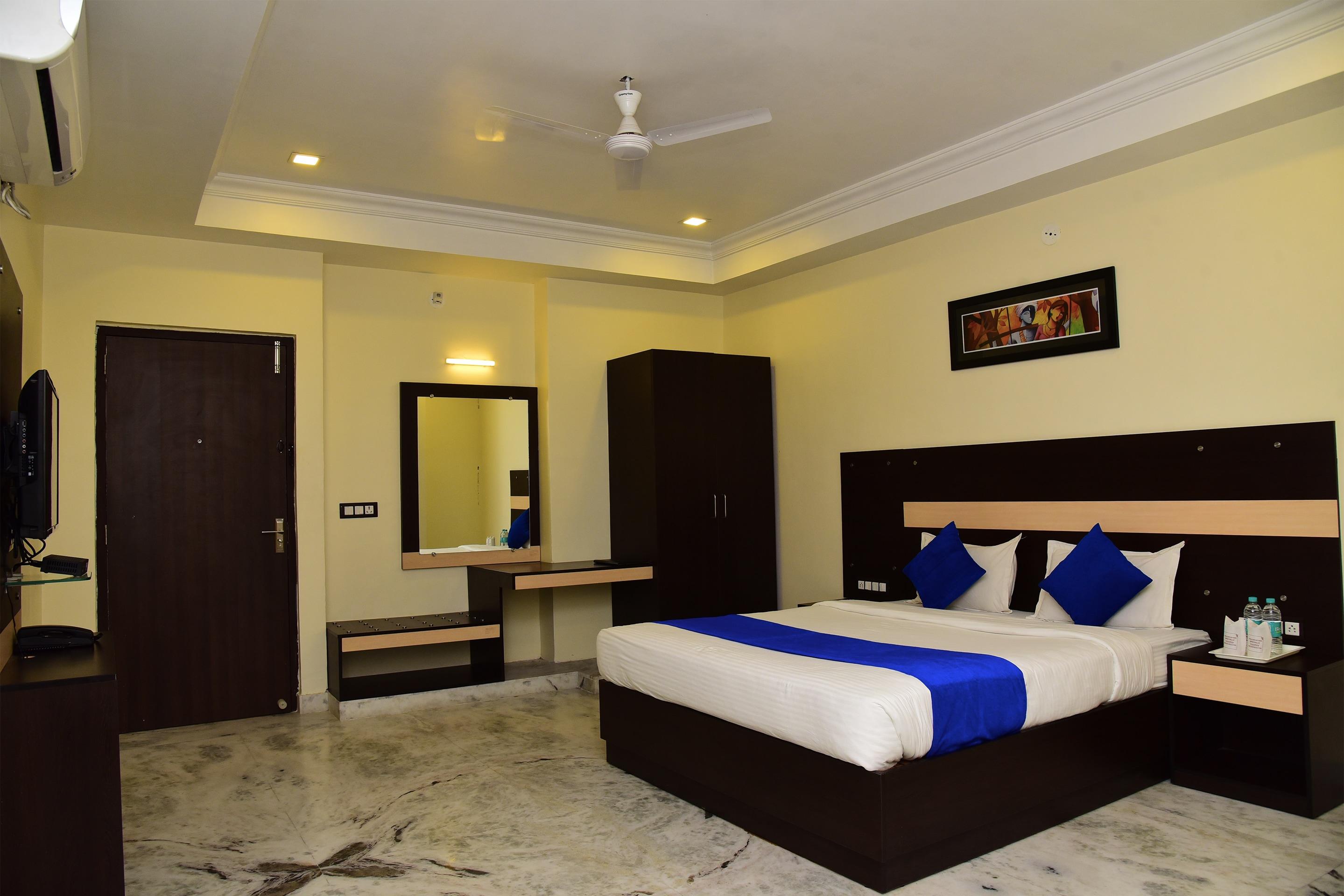 OYO 16381 Hotel Shivani