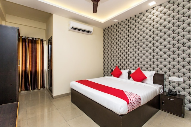 Hotels near Medanta Hospital, Indore with Ac Starting