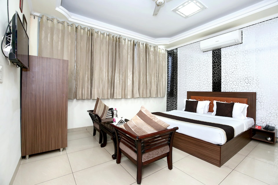 OYO 16443 Hotel Jb