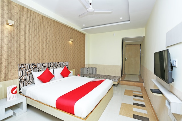 CAPITAL O 16472 Hotel Shree Balram International