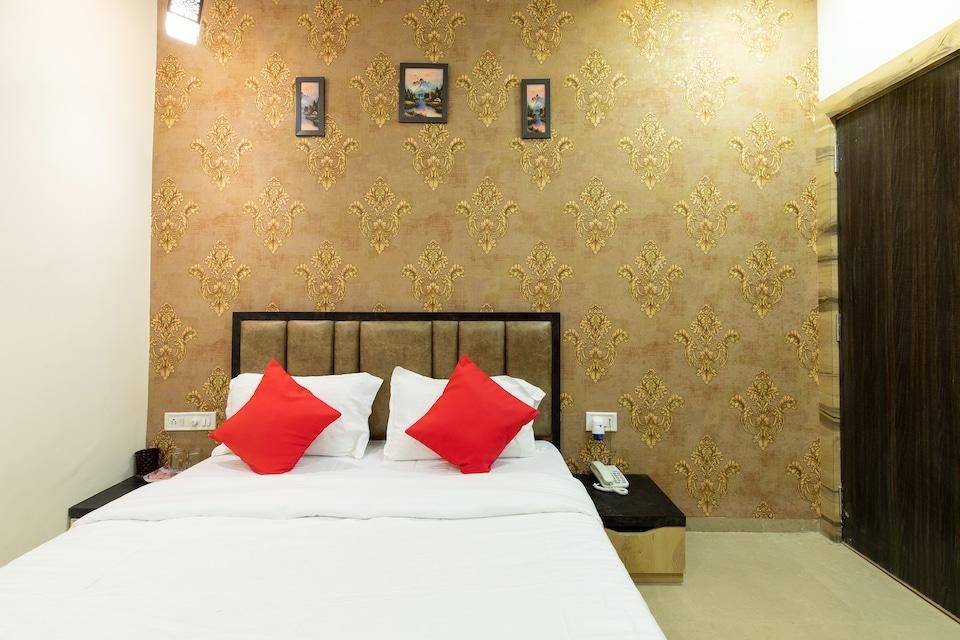 OYO 16546 Hotel Saurabh
