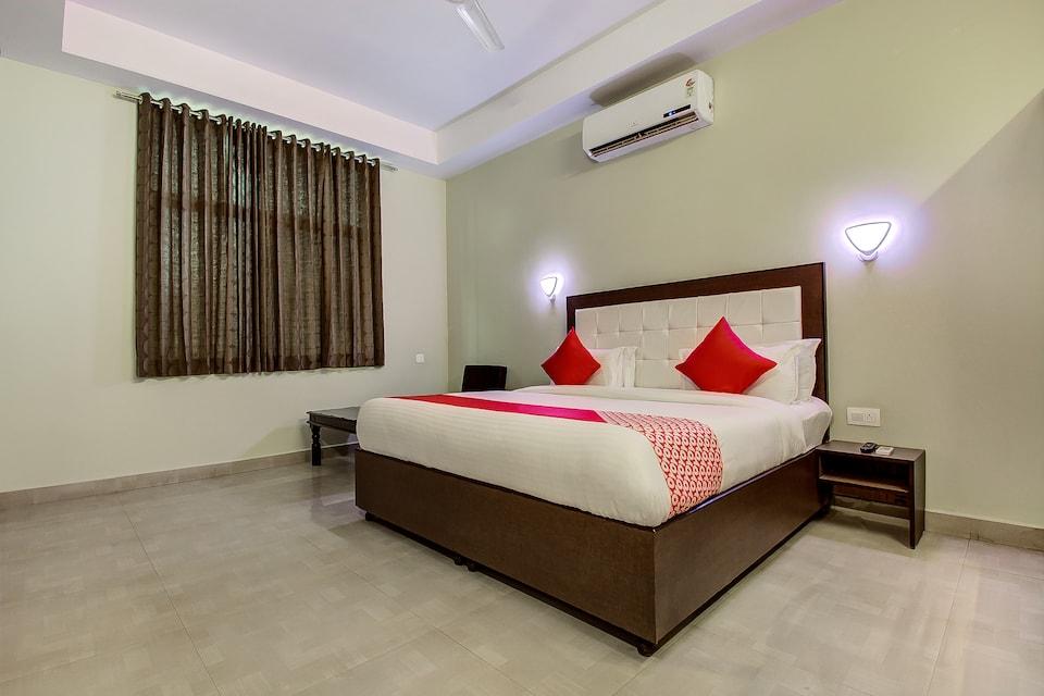 Capital O 16579 Hotel Dream Palace