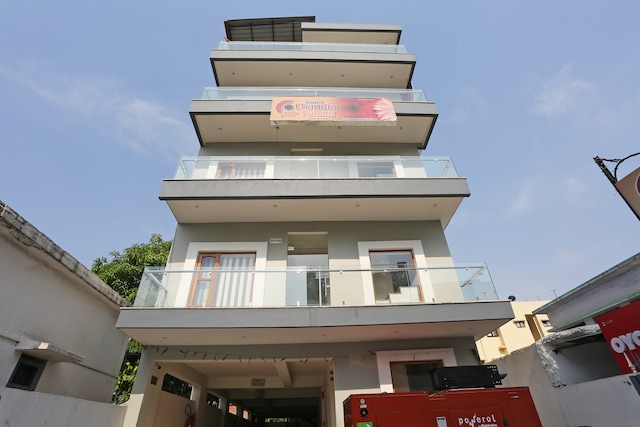 OYO 16599 Chandra Palace