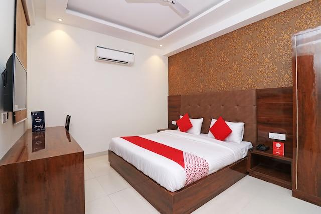 OYO 16651 Grd Suites