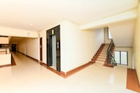 OYO 16663 Plaza Suites Hotel Deluxe