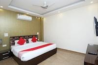 OYO 16678 Rohtak Palace Deluxe