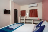 OYO 16692 Atchaya Rooms