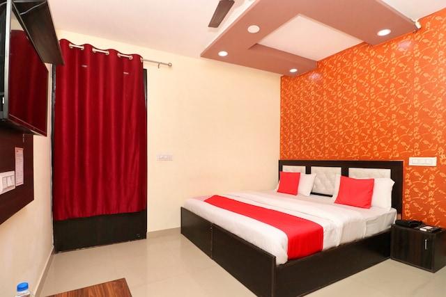 OYO 16693 Hotel Omni