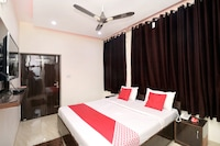 OYO 16694 Hotel Kb Square