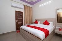 OYO 16721 Divine Hotel
