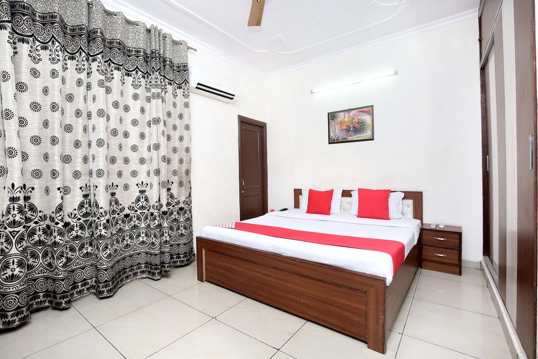 OYO 16735 Gaurav Residency -1