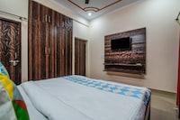 OYO Home 16766 Cosy Studio