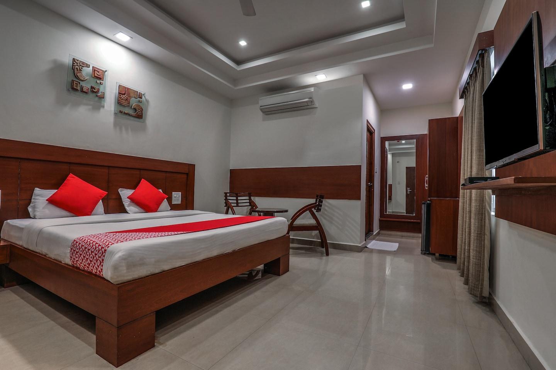 OYO 16857 Hotel Jp Plaza -1