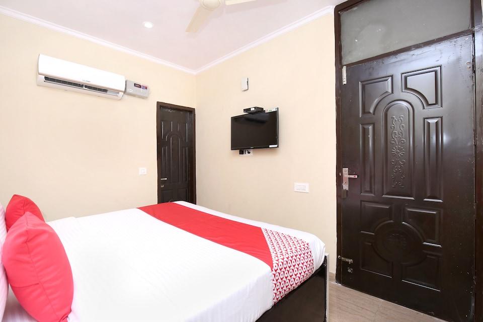 OYO 16875 Hotel Skyz
