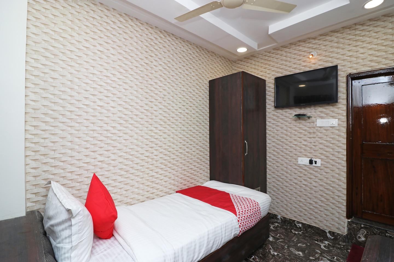 OYO 16919 Hotel Prerna -1