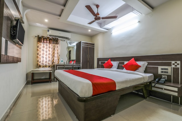 OYO 16930 Madhura Inn