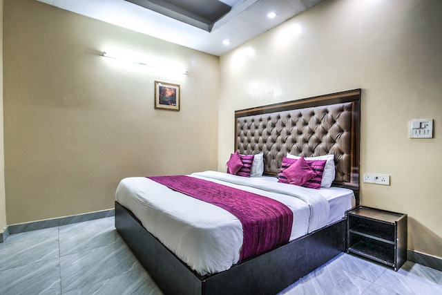 OYO 2807 Hotel Crosswinds Residency
