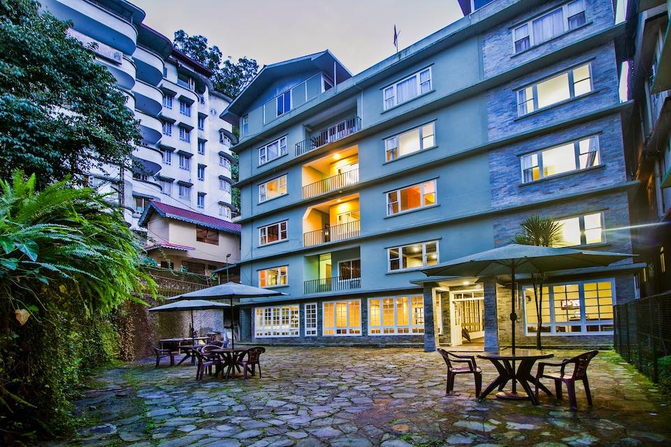 OYO 17068 Hotel Oak Ridge Retreat