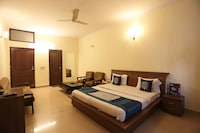 OYO DEL353 Murti Palace