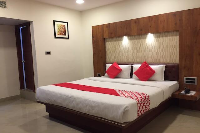 OYO 17102 Hotel Azure Park