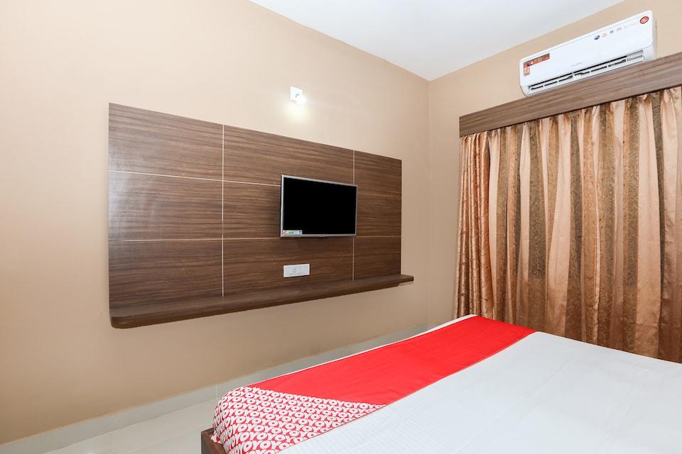 OYO 17106 Hotel Royal