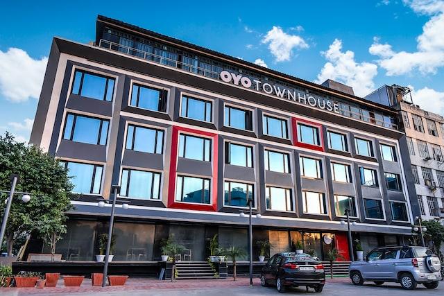 OYO Townhouse 051 Lal Kothi
