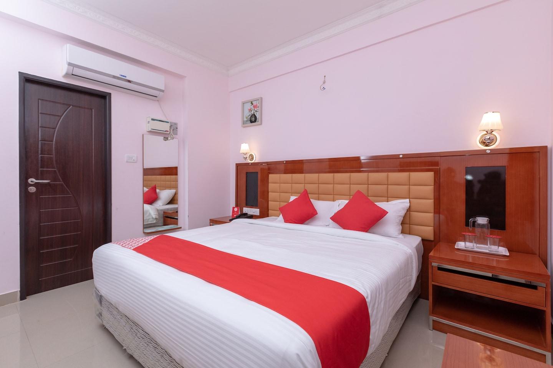 OYO 17224 Swarnam Residency -1