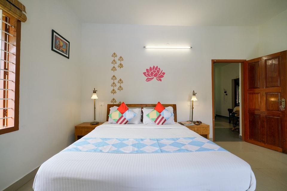 OYO Home 17232 Elegant 3BHK
