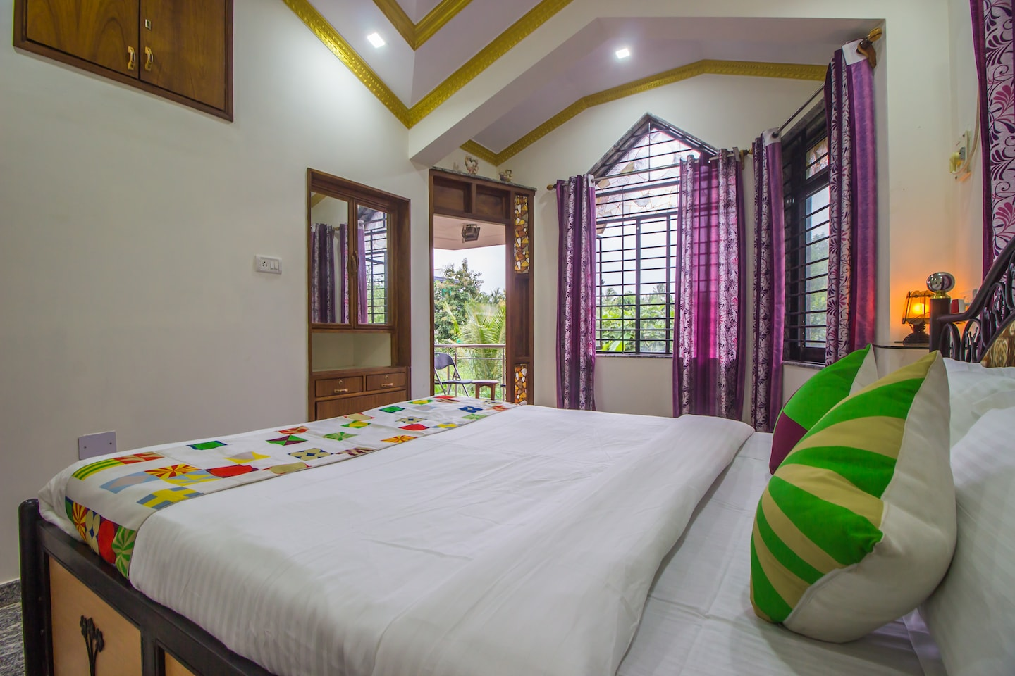 OYO 17269 Home Colorful 2BHK Nuvem -1