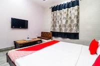 OYO 17328 New Friends Hotel
