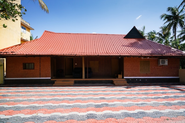 OYO Home 17378 Elegant 4bhk Pukalakkattu Heritage Home,near Kaloor International Stadium