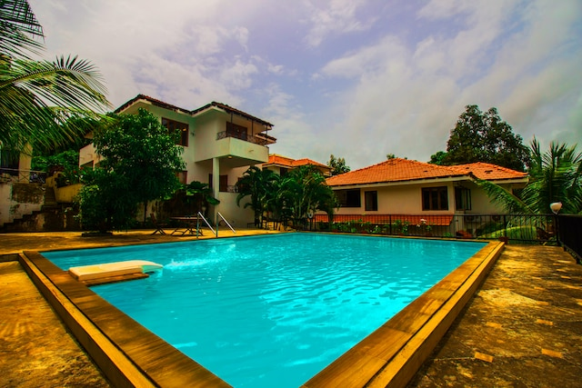 OYO Home 17402 Pool View Villa 4BHK