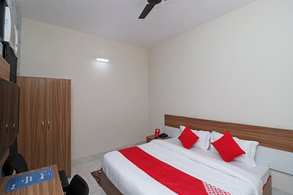 OYO 17425 Dwarka Palace