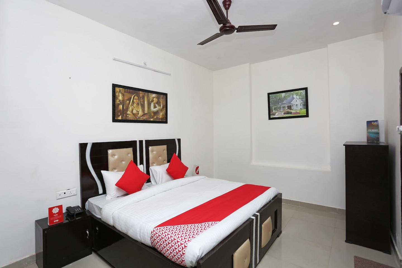 OYO 17443 Tirupati Residency -1