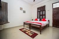 OYO 18272 Hotel Lambodar