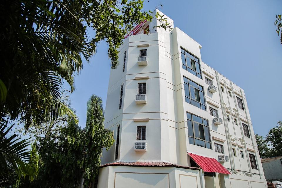 OYO Flagship 18279 Near Sarada Institute