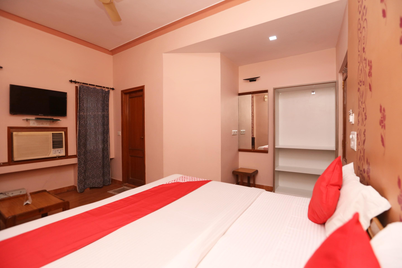 OYO 18287 Akshya Hotel
