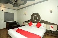 OYO 18300 Hotel Eminent