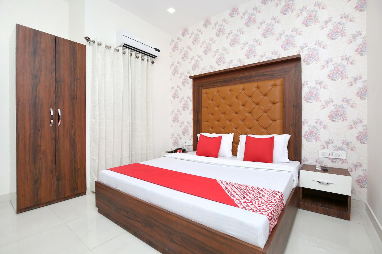 OYO 18319 Hotel Boss -1