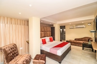 OYO 18377 Hotel New City Top