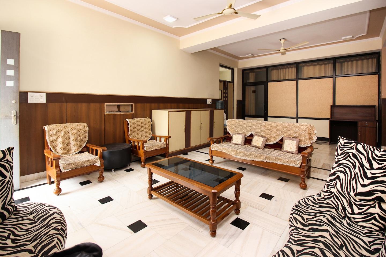 OYO 18384 Home Fabulous Stay Jawahar Circle -1