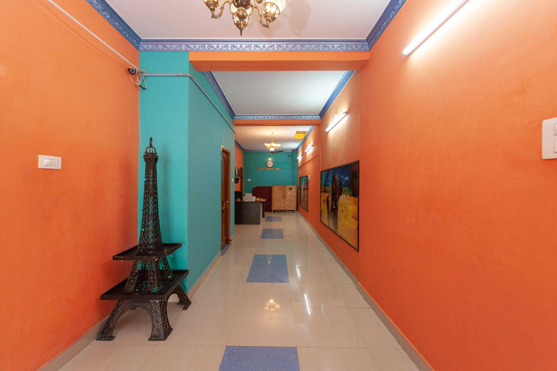 OYO 18450 Puduvai Inn Guest House
