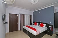 OYO 18469 Hotel Hmvr