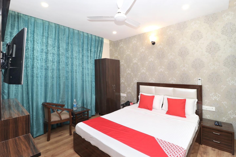 OYO 18476 Hotel Wisteria -1