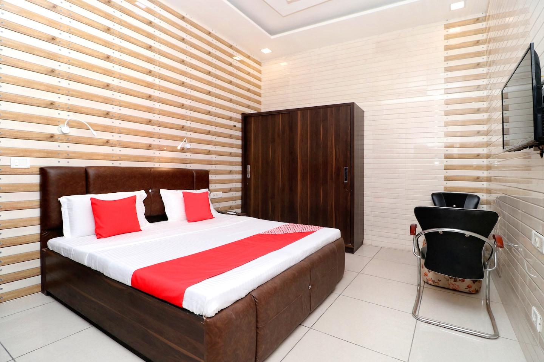 OYO 18478 Hotel Max -1