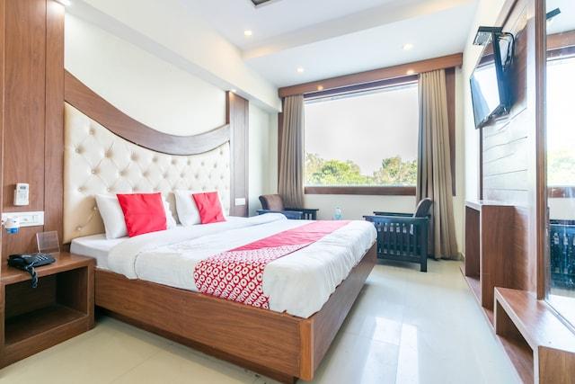 OYO 18504 Hotel Safari