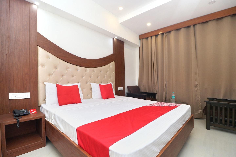 OYO 18504 Hotel Safari -1